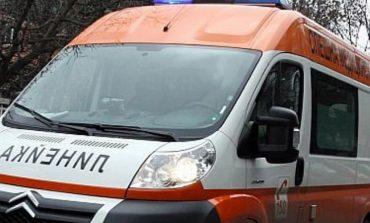 Кола на Спешния център се разпадна на път за Варна