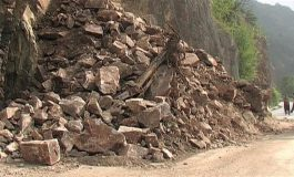 Огромни скали са паднали около къщи в Провадия