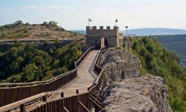"""Тийнейджъри потрошиха дървения мост на крепостта """"Овеч"""""""