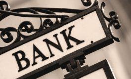 Наесен махат основните банкови такси