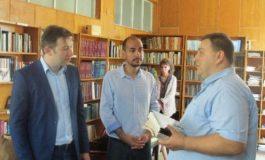 Читалището в Белослав получи книги като дарение