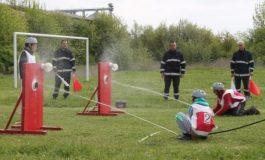 Млади огнеборци показват умения на площада в Провадия