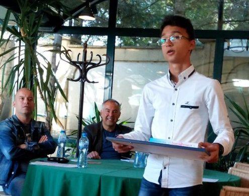 """12-годишният Богомил спечели конкурса """"Бодлите на таралежите"""""""
