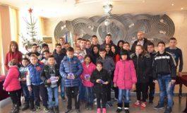 Деца без родители получиха по 100 лв. от Община Девня