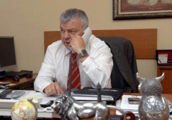 Шефът на НСО спешно търси спасителен политически чадър