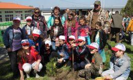 Горските стопанства в Провадия и с. Цонево подариха дръвчета на ученици