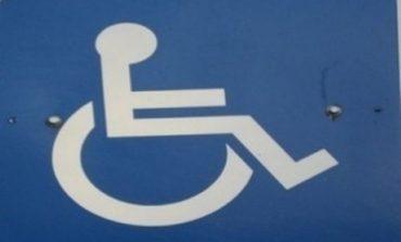Автомобили паркират върху подстъп за инвалиди в Девня