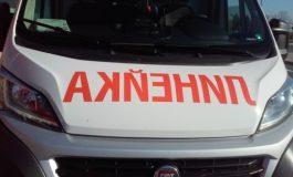 Бясна скорост и удар в дърво пратиха 18-годишен в болницата