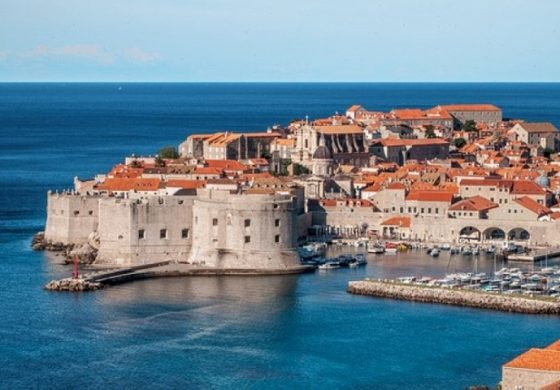 10 града с красиви средновековни крепостни стени (галерия)