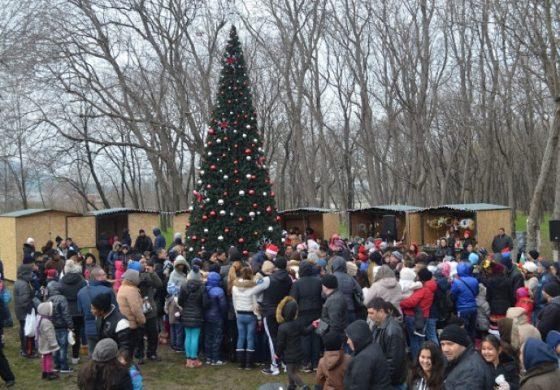 С щур купон в парка девненци посрещнаха Дядо Коледа и Снежанка