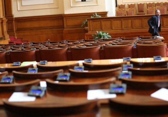 Депутатите разглеждат ветото на Радев за антукорупционния закон