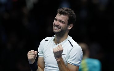 (171120) -- LONDON, Nov. 20, 2017 (Xinhua) -- Grigor Dimitrov of Bulgaria celebrates after the singles final against David Goffin of Belgium at the Nitto ATP World Tour Finals at O2 Arena in London, Britain on Nov. 19, 2017. Dimitrov won 2-1 to claim the title. (Xinhua/Han Yan)