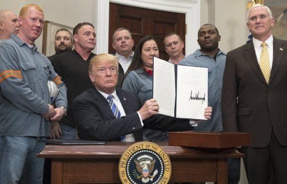 Доналд Тръмп подписа указа за вносните мита за стомана и алуминий