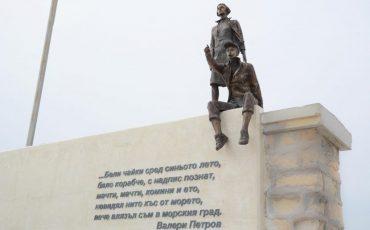 Otkriha-skulpturata-Ochakvane-na-valnoloma-DSC_8419-830x554