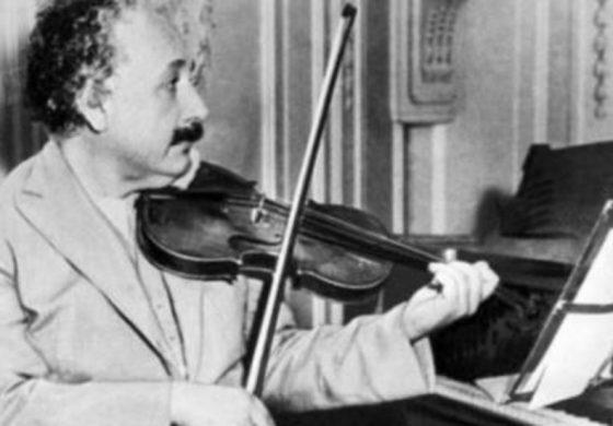 Продадоха на търг цигулката на Алберт Айнщайн за 520 хиляди долара