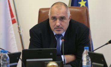Борисов праща 200 000 чиновници и полицаи да стоят до дупките по пътищата, докато не ги напълнят!