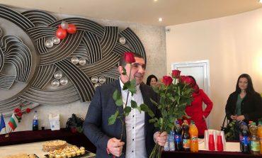 Кавалерите на Община Девня зарадваха дамите на международния им празник