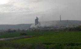 Силно задимяване е забелязано в района на циментовия завод (снимки)