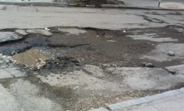 БУНТ ЗАРАДИ ДУПКИ: Жителите на варненско село искат ремонт на пътя