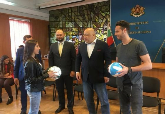 Със съдействието на народния представител Павел Христов ученици от Вълчи дол посетиха парламента
