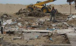 Продължава събарянето на обекти на плажа в Слънчев бряг