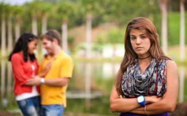 woman-choosing-boyfriend-over-friend_zhtjtt