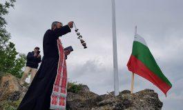 """Осветиха християнския кръст над квартал """"Повеляново"""""""