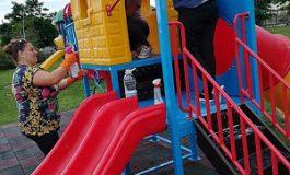 """Девненки изчистиха вулгарни надписи от детска площадка в парк """"Албена"""""""