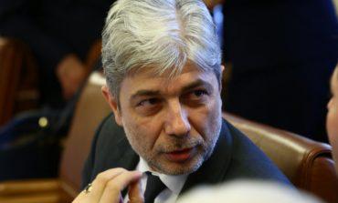 """Министър Нено Димов връчи важен документ на кмета на Каварна за плажа """"Болата"""""""