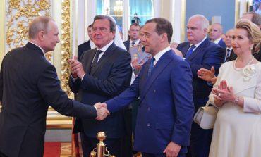 Владимир Путин предложи кандидатурата на Дмитрий Медведев за премиер на Русия