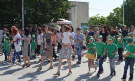 Девня отбеляза празника с шествие в цветовете на знамето