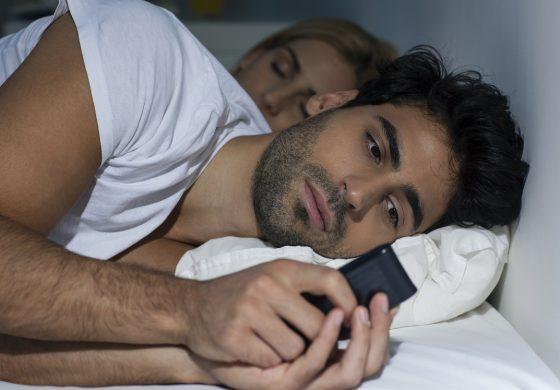 7 признака, че партньора ти има емоционална афера