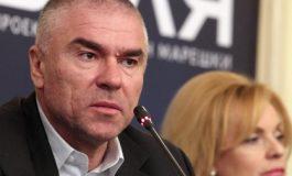 Марешки поиска оставката на Каракачанов