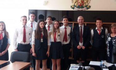 Младежи от училището на бъдещето управляваха община Аврен