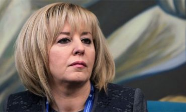 """Отхвърлиха проектозакона Мая Манолова за личната помощ. Майките скандираха: """"Убийци""""!"""