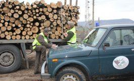 """В ДГС """"Суворово"""" задържаха бус с незаконна дървесина"""