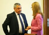 Валери Симеонов намекна за оставка заради скандалите с Николина Ангелкова