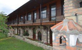 Селска къща в Петров дол се превърна в имение за ценители (снимки)