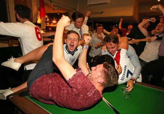 Така празнуват англичаните (видео)