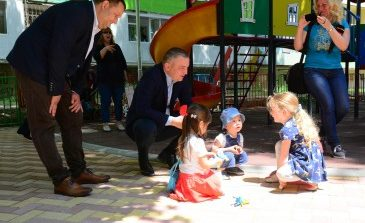 Изградиха още пет нови детски площадки във Варна