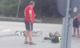 Микробус помете колоездач на входа на Аксаково (СНИМКИ)