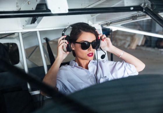 Пилот опъна секси колежка, но горчиво съжали