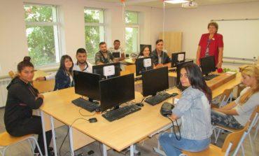 В Суворово посрещнаха новата учебна години в обновена гимназия