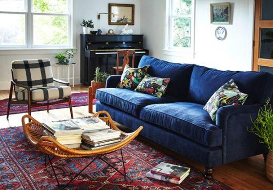 Уникален интериор със… син диван