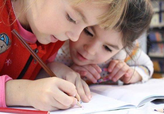 3 причини да не помагате на детето си с домашните