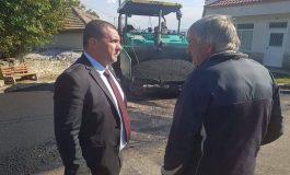 Кметът на Девня инспектира мащабното асфалтиране в града