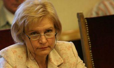 Менда Стоянова: Притеснена съм, че Сидеров иска оставката на Каракачанов