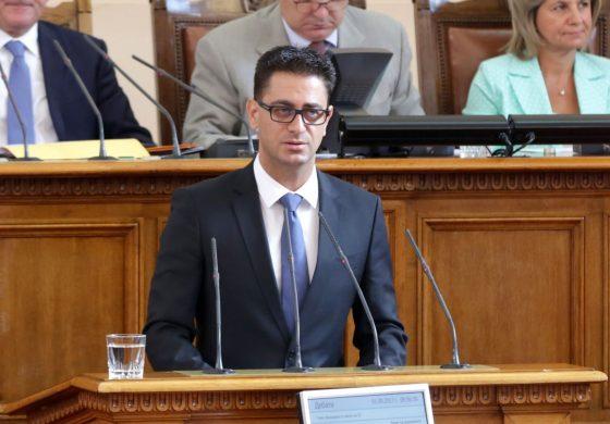 """Депутат от """"Воля"""" за искания му имунитет: Валери Симеонов се изплю в лицето на майките, а искат на нас имунитетите"""