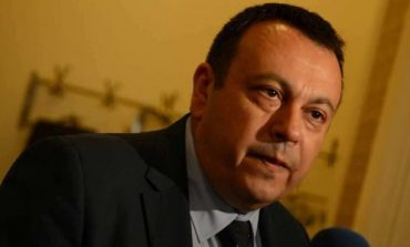 ДПС зове Каракачанов и Симеонов да се върнат на депутатските банки
