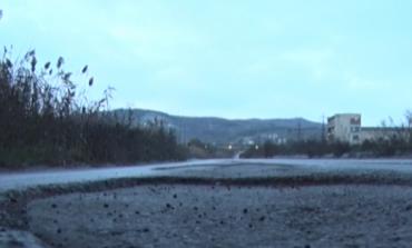 Лош път, осеян с дупки, води до едни от най-големите предприятия в България